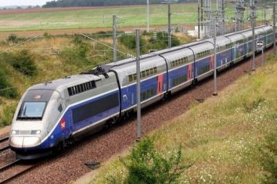قطار بینالمللی تهران-وان راهاندازی شد